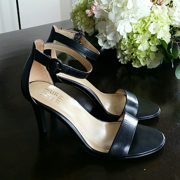 478f443ed558 Naturalizer Kinsley Leather Sandals Size 8W. M 5ae77f6c8290afe3a2ff9f66